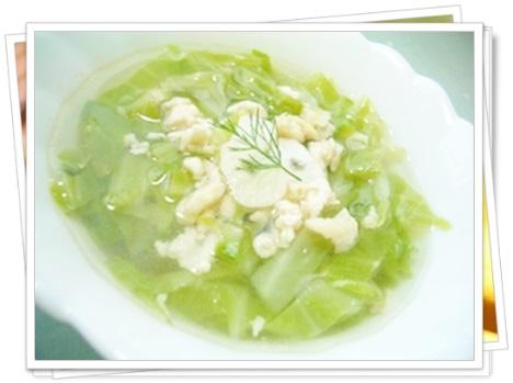 余ったキャベツを大量消費できる?子供にも人気な簡単レシピまとめ、鳥ひき肉とキャベツスープ