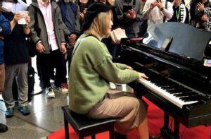 ハラミちゃん(ストリートピアノ)がコラボで元宝塚の方と?おすすめも2